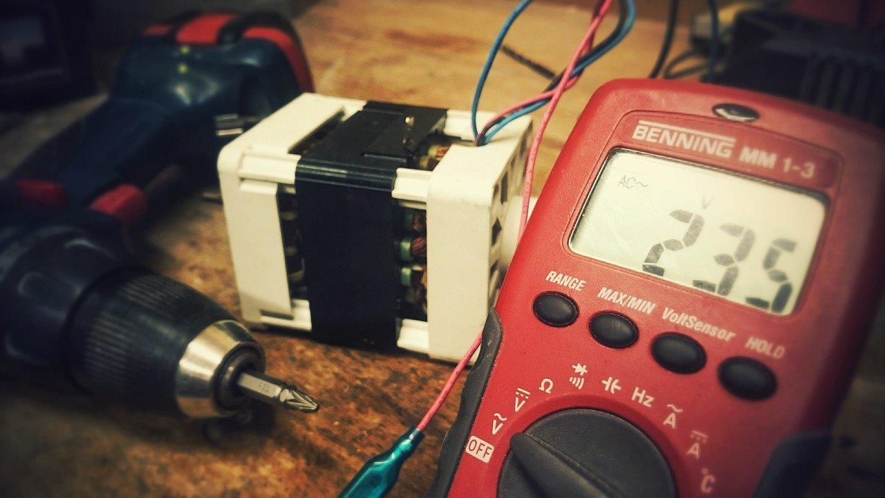 Do czego służą oznaczenia elektryczne?